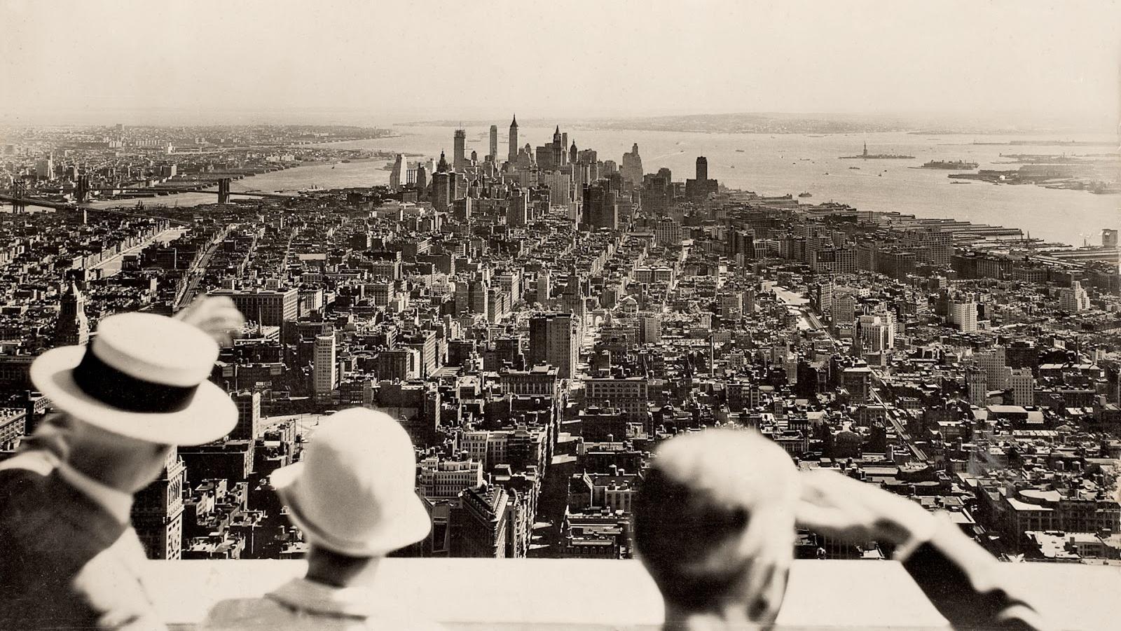 1930. Az Empire State Building megnyitásának napján ilyen panorámában gyönyörködhettek a vendégek..jpg