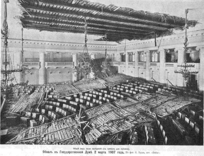 1907. Az orosz parlamentnek leszakadt a mennyezete..jpg