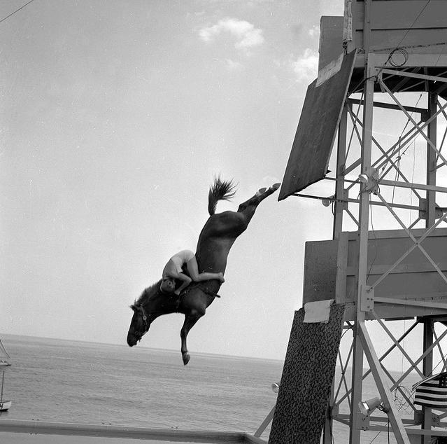 1923. Sonora Carver a lovas műugrás legnagyob alakja..jpg