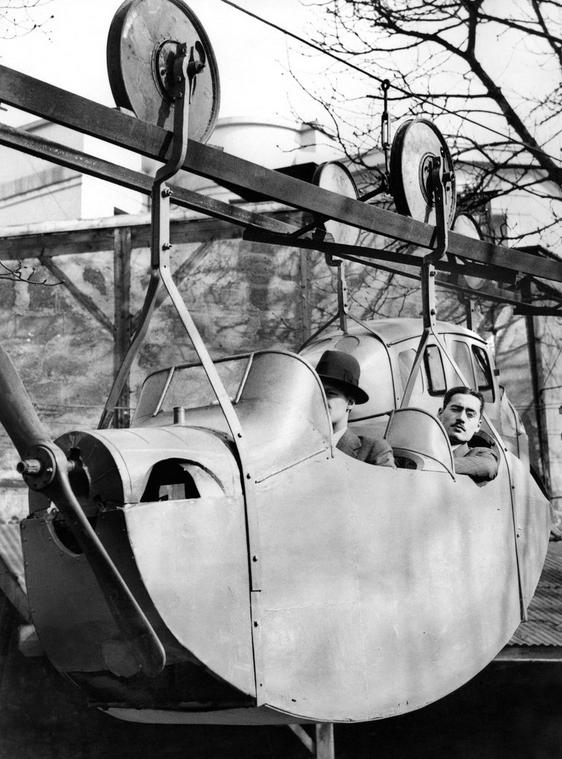 1933. Joseph Archer propellerhajtású egynyomtávú függővasútja..jpg