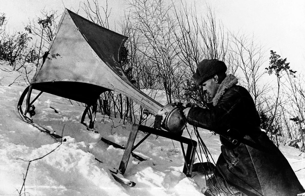 1942. Német állások felé irányított szovjet propagandát sugárzó hangszóró..jpg