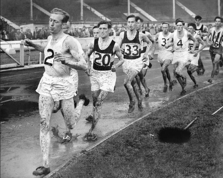 1949. London. A brit atlétikai szövetség versenye meglehetősen sárosra sikeredett..JPG