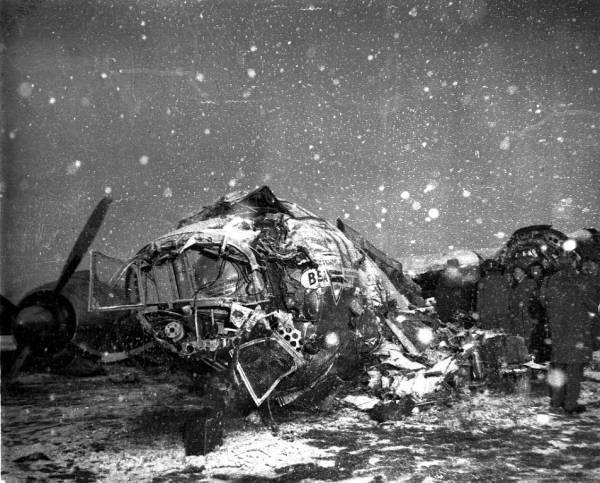 1958. A British European Airways szerencsétlenün járt 609-es járata, amelyik a Manchester United játékosaival és vezetőivel a fedélzetén zuhant le München közelében..jpg