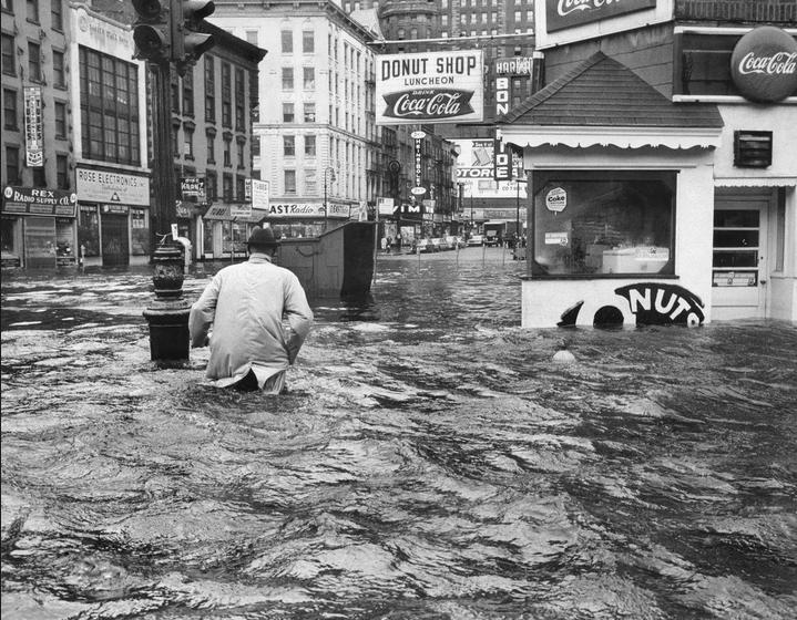 1960. A Donna hurikán okozta árvíz New Yorkban..jpg