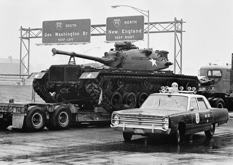 1968. Az elhagyott tank. Egy magáncég szállította elhagyott tankot jelentettek be közlekedési járőrök New Yorkban..jpg