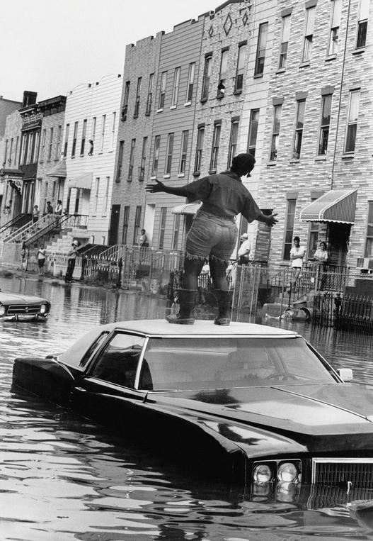 1978. Nem árvíz. Eltört víz főnyomócső Brooklynban..JPG