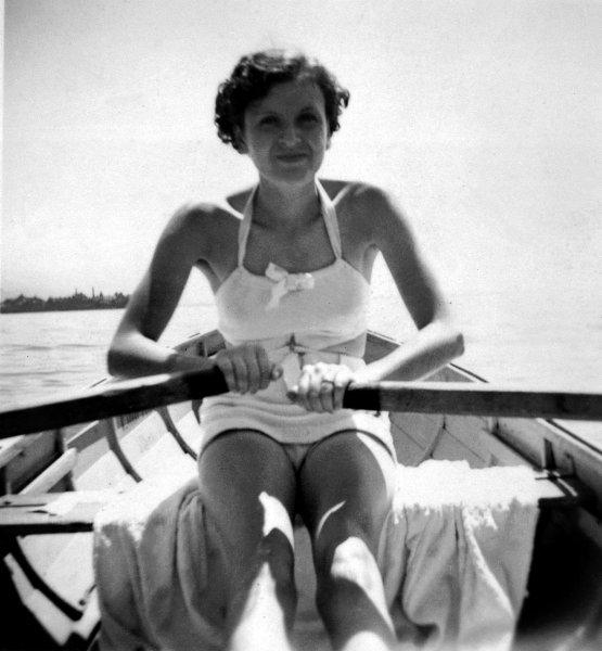 1939 körül. Eva Braun, Hitler későbbi szeretője és felesége..jpg