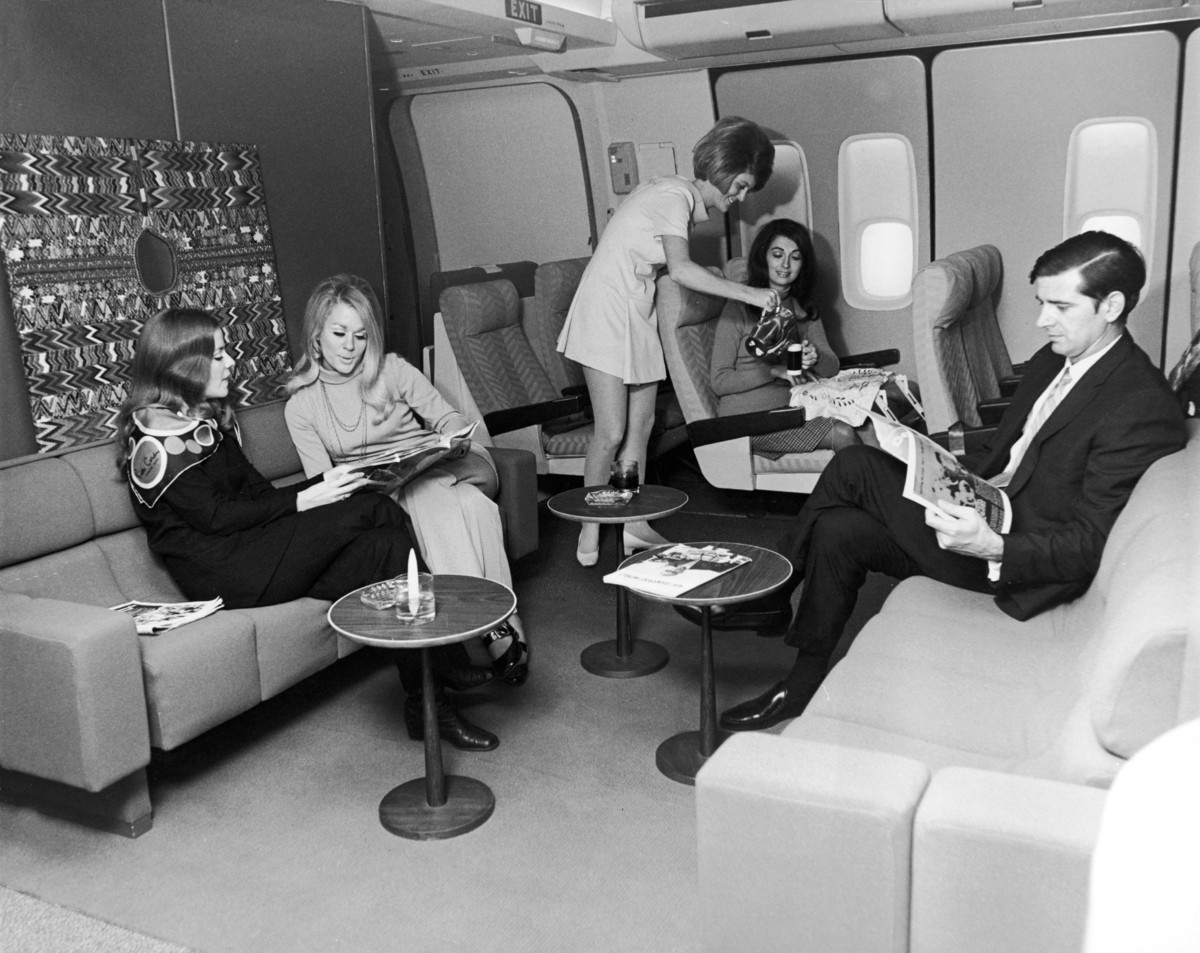 1967. Utasok az első osztályon a Braniff International légitársaság (1930-1982) járatán..jpg