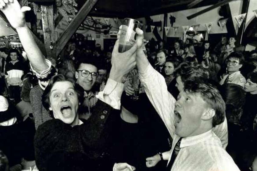 1989. március 1. Az alkoholtilalom eltörlése Izlandon. 1915 óta teljes tilalom volt az alkoholra, amit 1935-ben enyhítettek. Onnantól a 2.25 százaléknál magasabb alkoholtermékek voltak tiltottak._cr.jpg