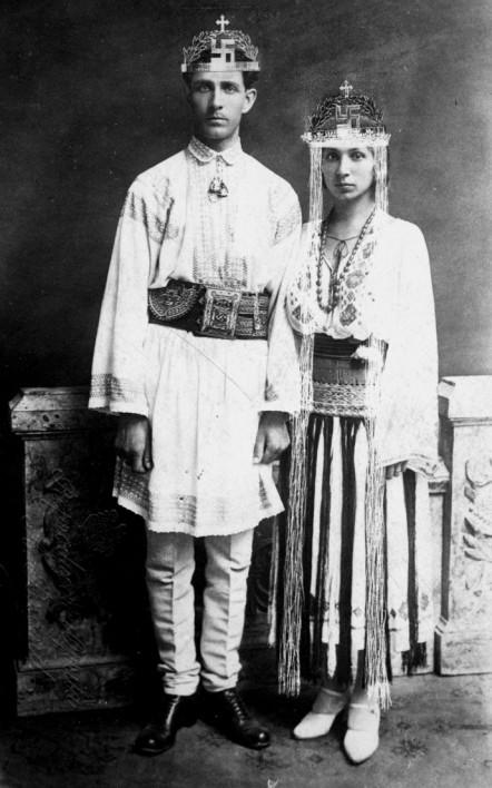 1924. Corneliu Zelea Codranu, a későbbi ultra-nacionalista és antiszemita, magyarellenes, román Vasgárda vezetőjének esküvői fotója..jpg
