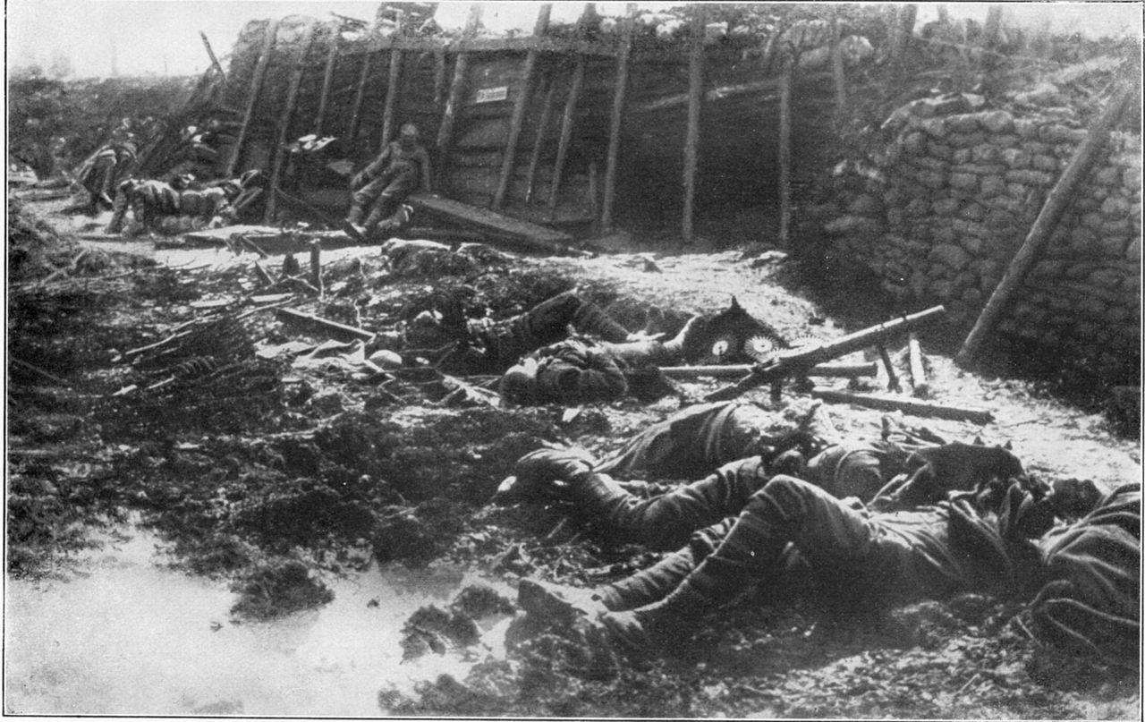 1917. Brit lövészárok gáztámadás után.jpg