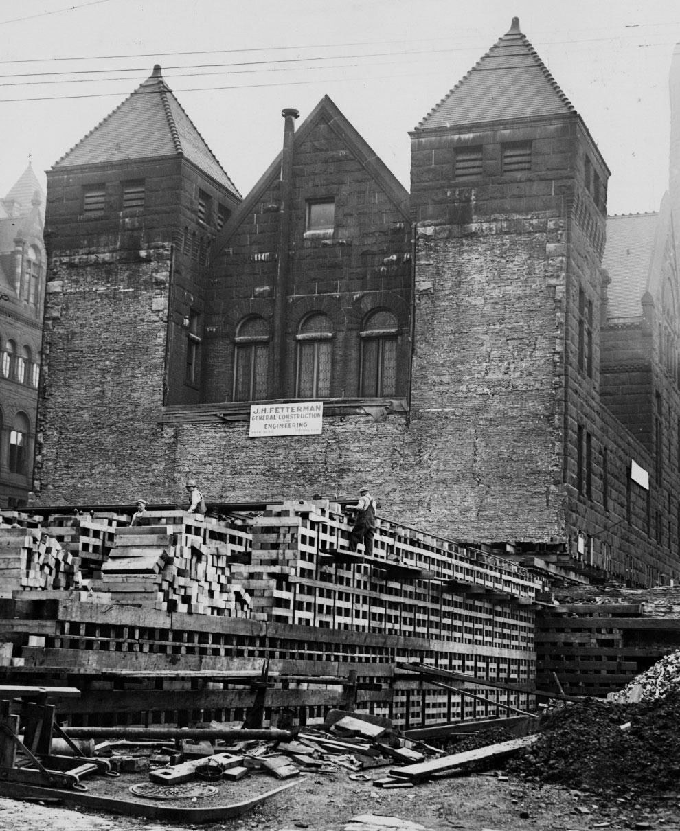 1929. Pittsburgh-i hullaház költöztetése. 94 méterre került odább az alig húsz éves épület._cr.jpg