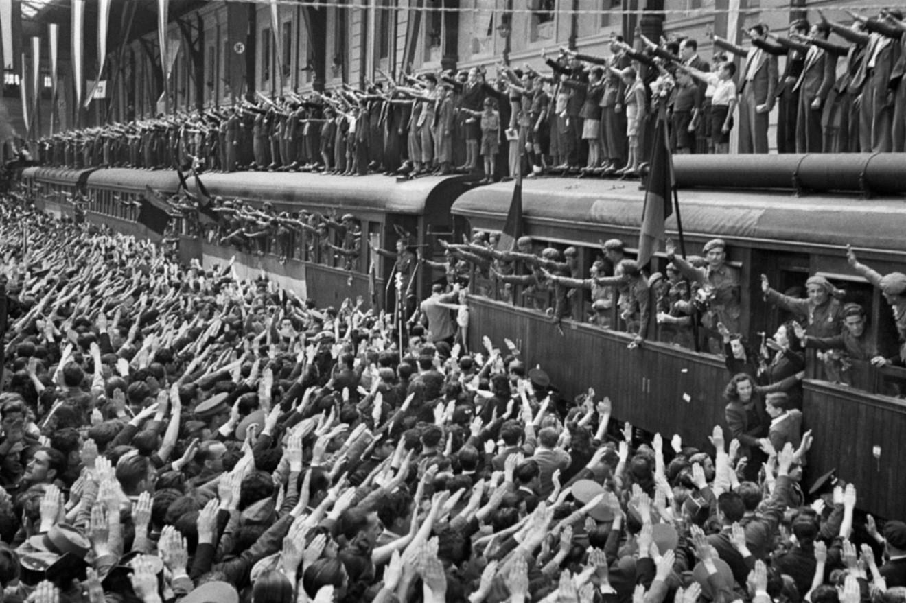 1941. Spanyol náci szimpatizáns önkéntesek indulnak a keleti frontra Madridból..jpg