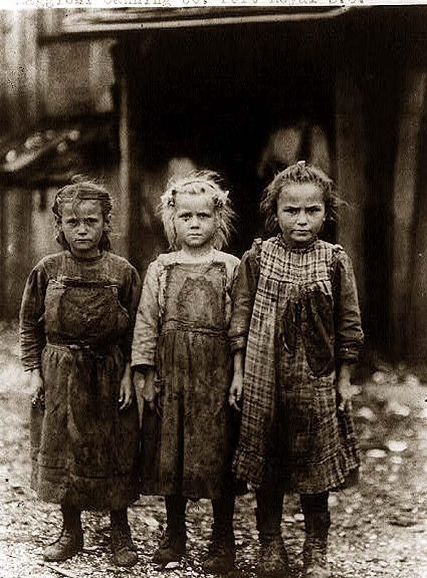 1907. Gyerekmunkások a Port Royal kikötőben. Napi 12 órában osztrigát válogattak..jpg