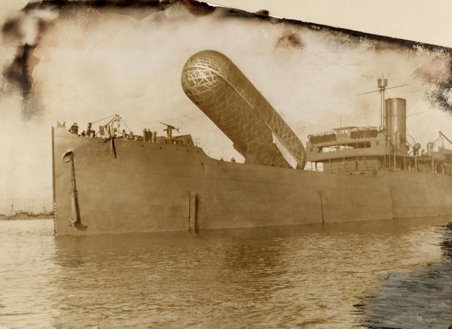 1918. Brit cirkálóról megfigyelő ballont engednek fel..jpg