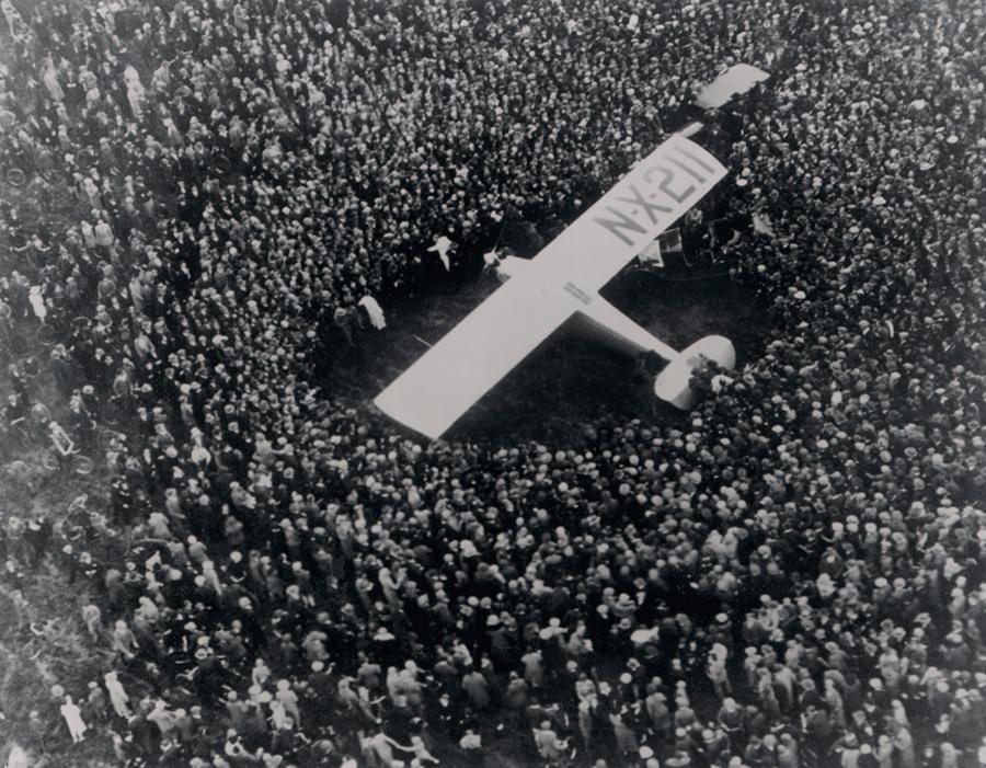 1927. Surrey reptér, Anglia. Lindbergh, miután átrepülte az Atlanti-óceánt és Párizsban landolt, kicsiát átugrott Angliába is..jpg
