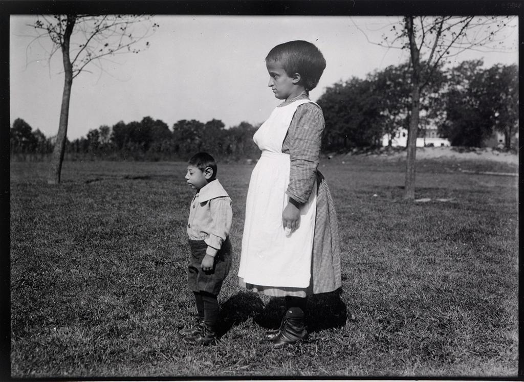 1924. Szellemileg visszamaradott gyermekek egy intézetben, valahol New Jersey-ben..jpg