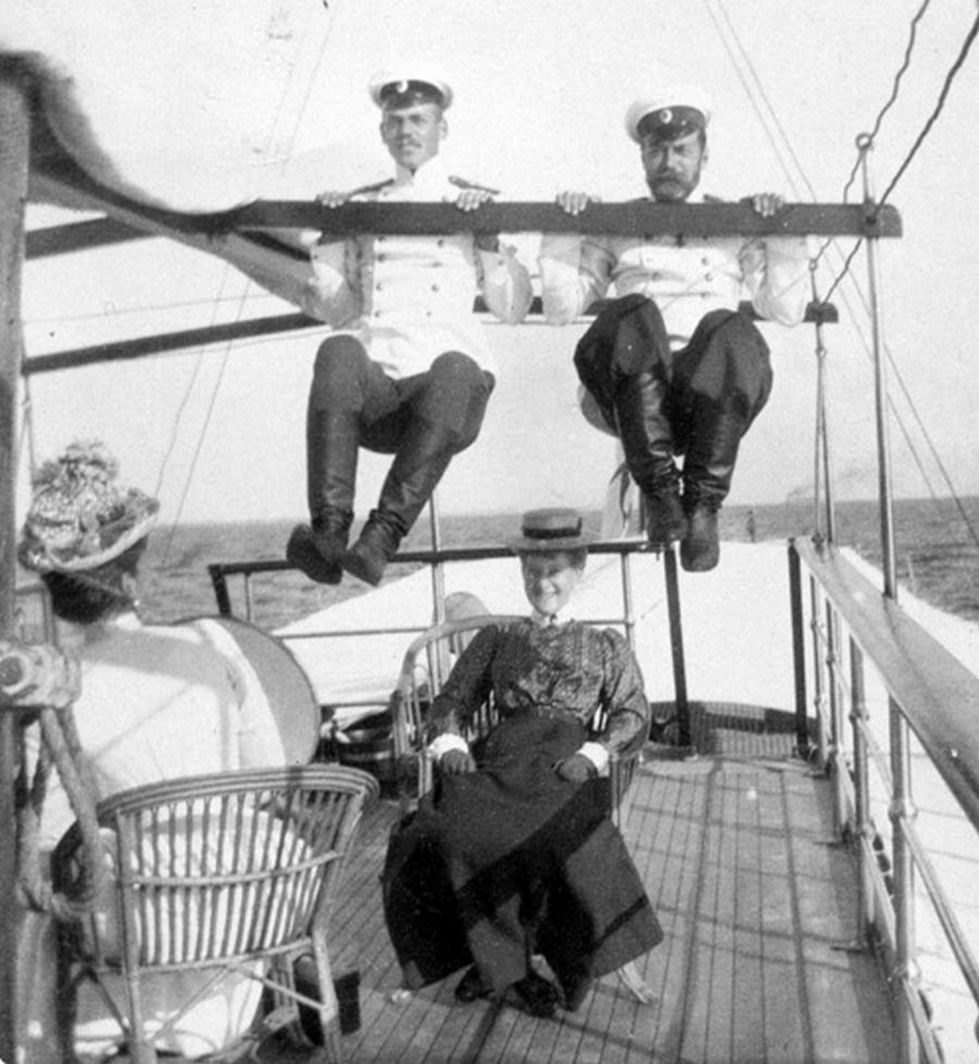 1914. II. Miklós cár egyik vicces fotója a sok közül..jpg