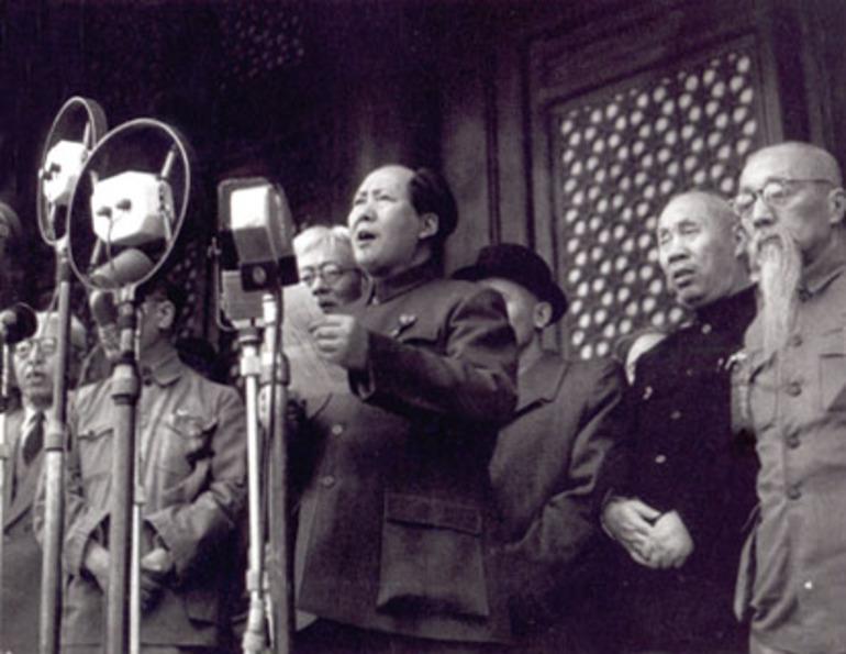 1949. Mao Ce Tung bejelenti a független Kínai Népköztársaság megalakulását..jpg