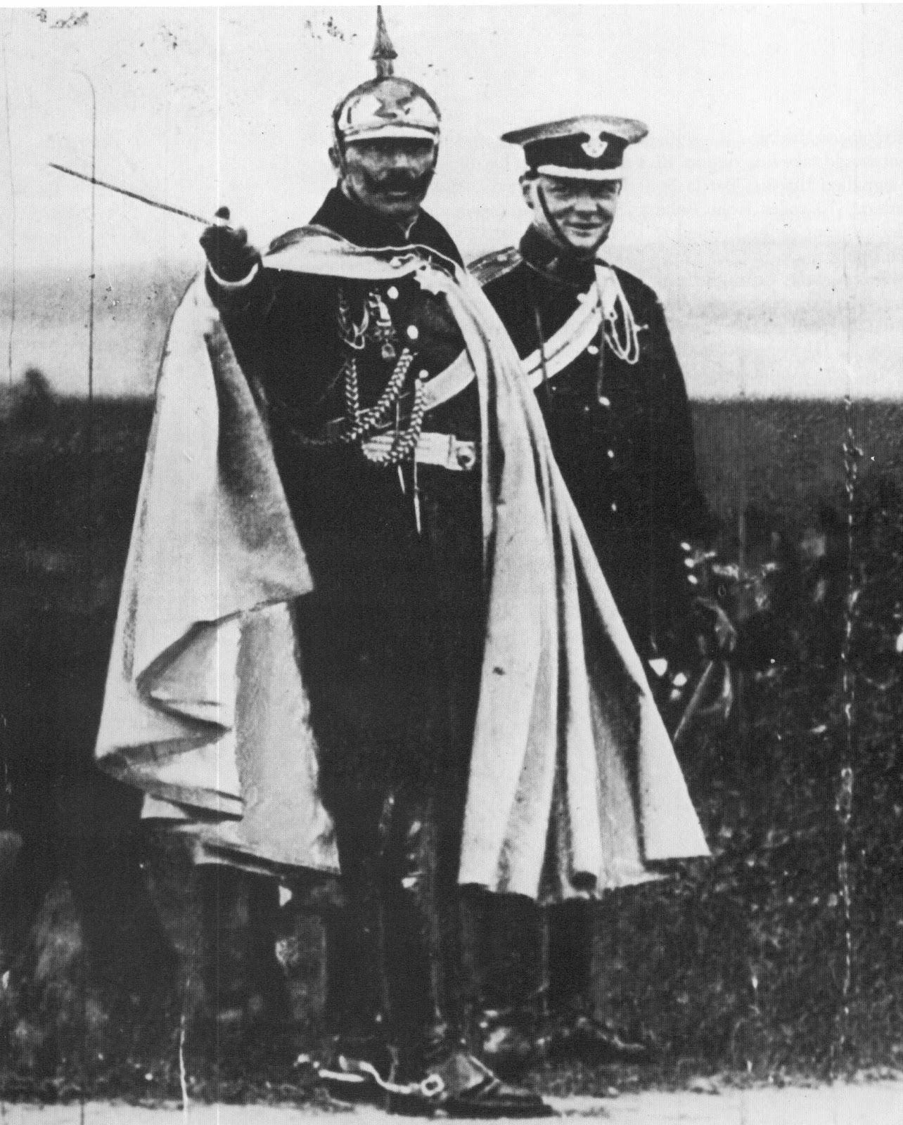 1906. II. Vilmos császár és Winston Churchill közös fotón egy német hadgyakorlaton..jpg
