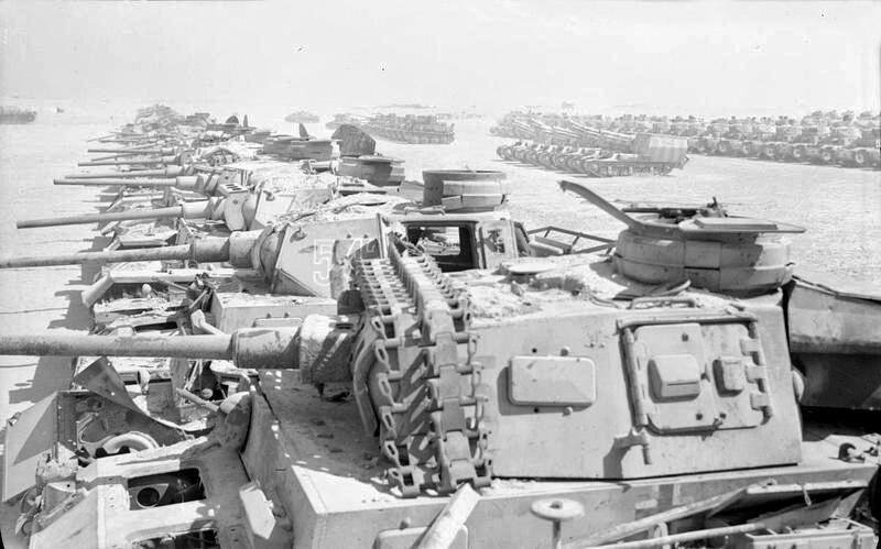 1943. Zsákmányolt német tankok százai El-Alamein-nél..jpg