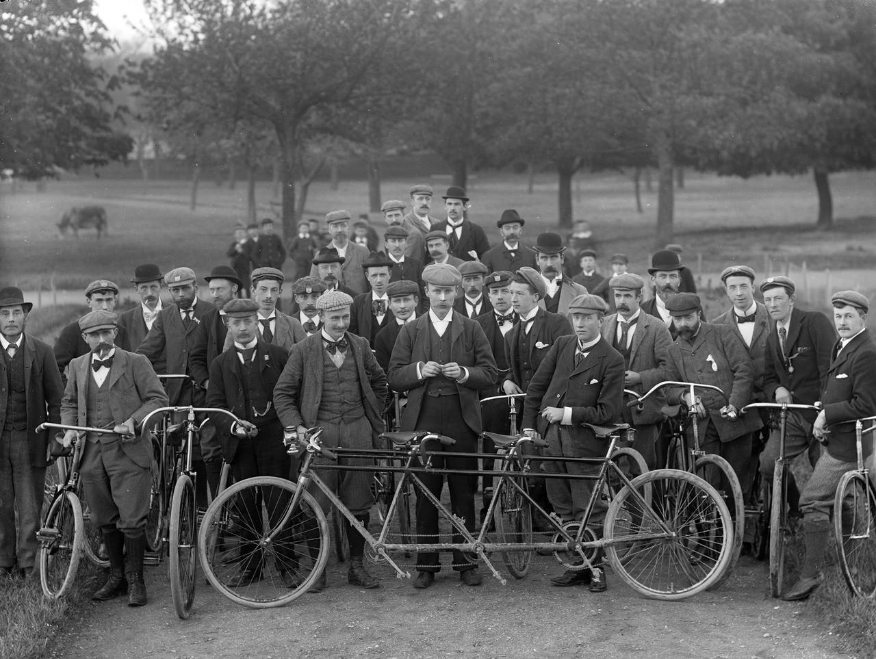 1897. Waterford biciklis klub, Írország..jpg
