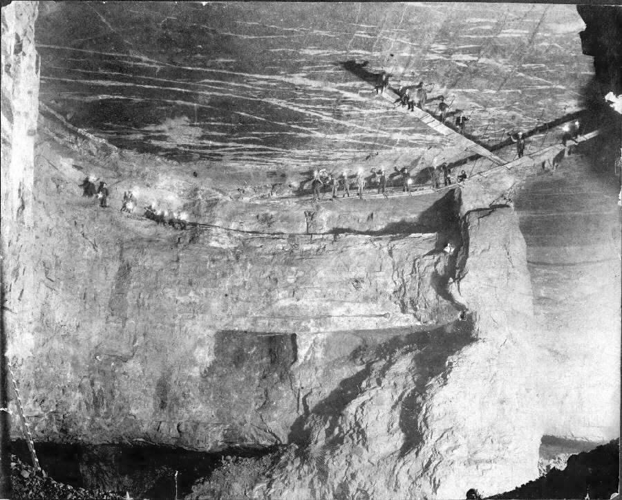 1917. Trapézbányászok. Egy elképesztő bányatechnika, Bonne Terre, Missouri..jpg