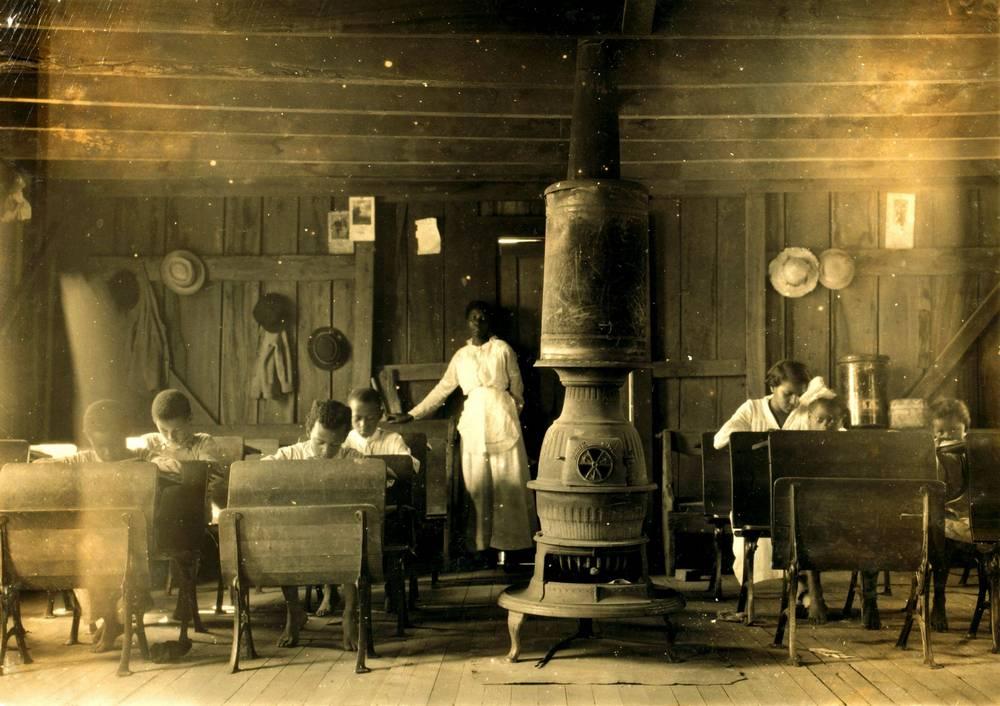 1916. Színesbőrűek általános iskolája. Anthoston, Kentucky. Lewis Hine felvétele..jpg