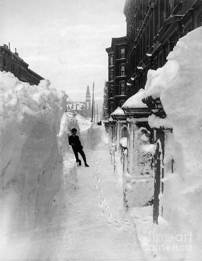 1888. Hóvihar után. Madison Avenue, New York. A kép szemmel láthatólag manipulált..jpg