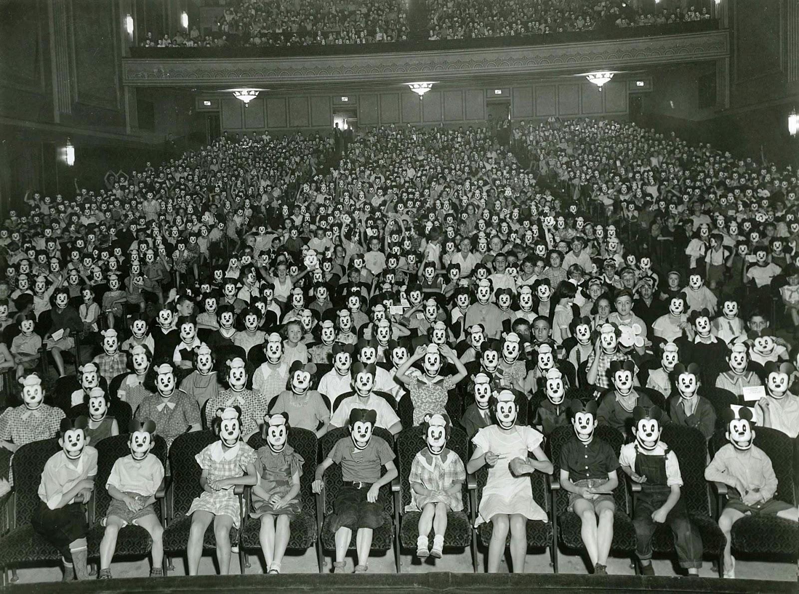 1930-as évek. A Miki egér klub korai találkozója..jpg