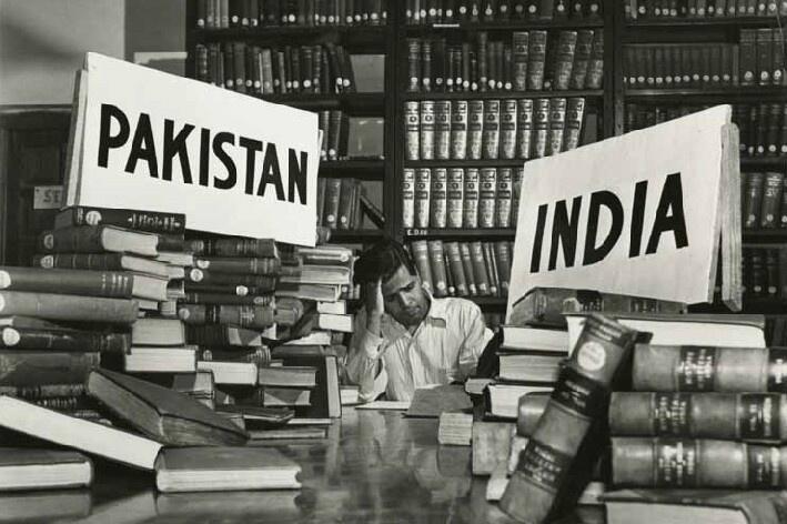 1947. Pakisztán és India szétválásakor a könyveken is megosztoztak. Ja és körülbelül 3 millió ember is meghalt az erőszakhullámban..jpg