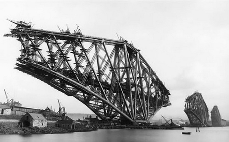 1883. Skócia. Az edinboroughi Forth Bridge építése..jpg