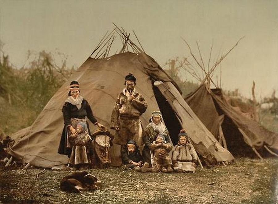 1900. Számi család Észak-Norvégiában.jpg
