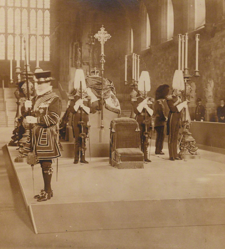 1910. VII. Edward király ravatala a Westminsterben..jpg