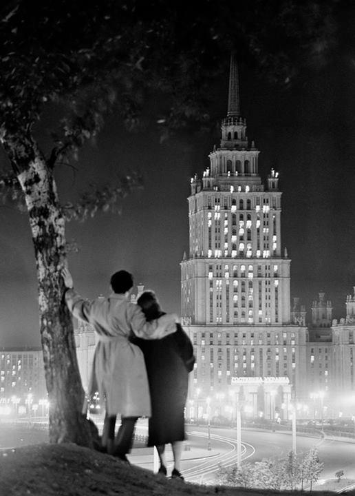 1957. Az Ukrajna hotel megnyitója Moszkvában, propagandafotó..jpg