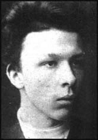 1886. Alekszander Uljanov, Lenin testvére. 1887-ben a III. Sándor cár elleni merényletben való részvételért felakasztották.jpg
