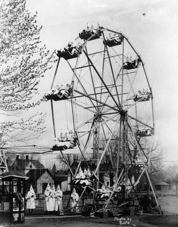 1926. Ku-klux-klán tagok egy coloradoi fesztiválon az óriáskeréken..jpg