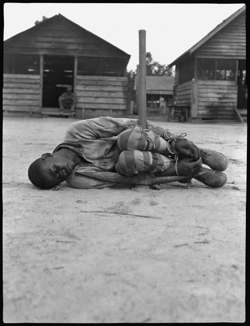 1930. Fiatal fiú büntetésben egy texasi munkatáborban..jpg