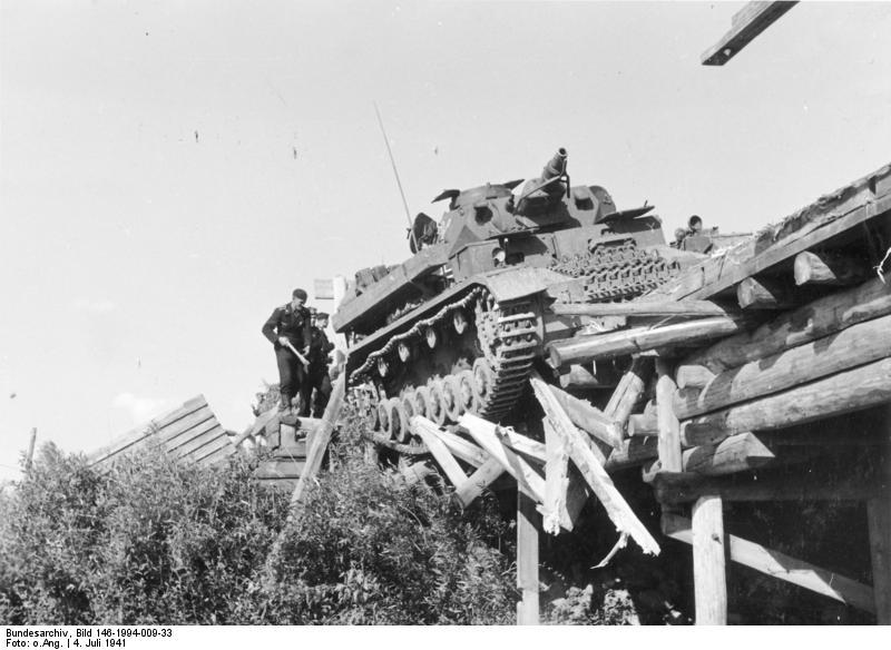 1941. Német tank csaknem egy szovjet folyóba esett a Barbarossa hadművelet idején..jpg