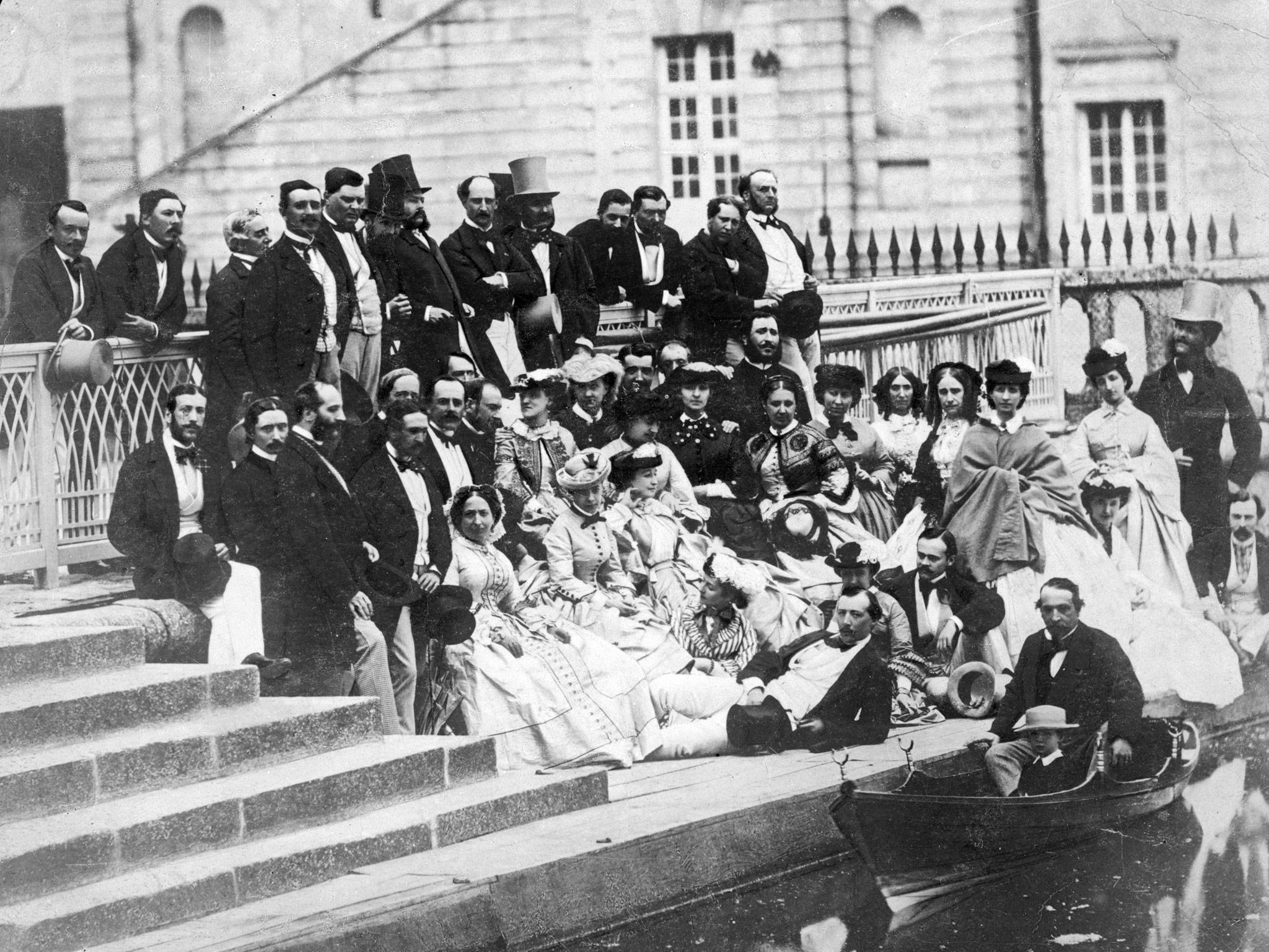 1860. III. Napoleon fiával (csónakban) és udvartartásával Fontainebleau-ben Párizsban..jpg