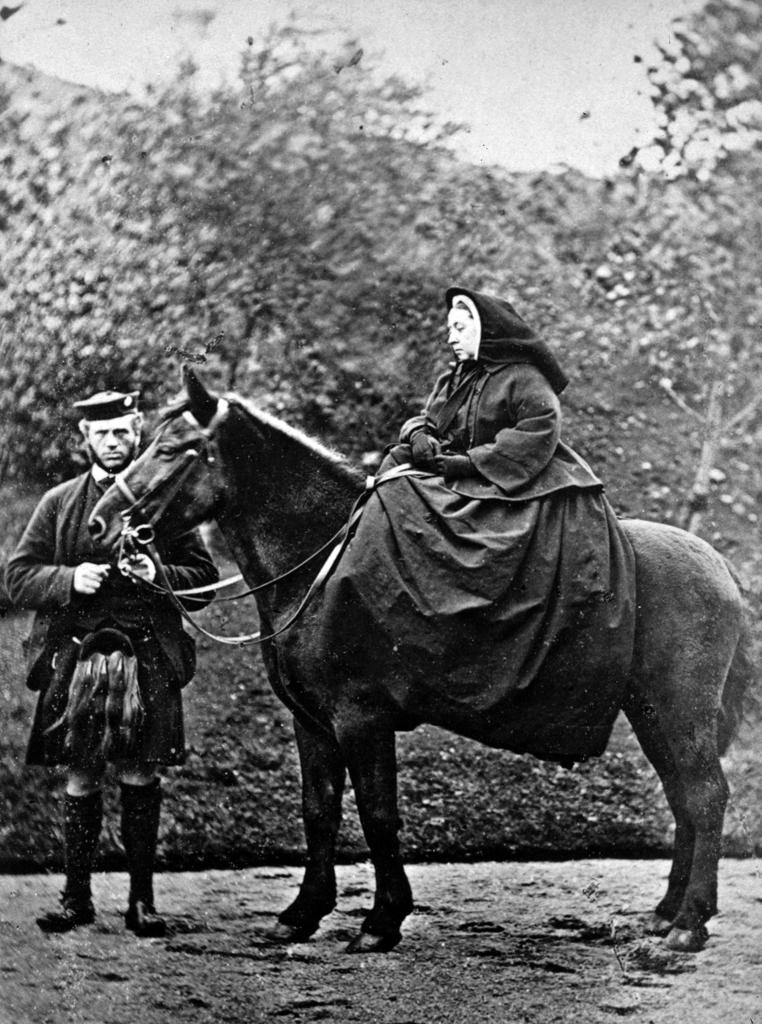 1863. Viktória királybő és szolgája a skót John Brown..jpg
