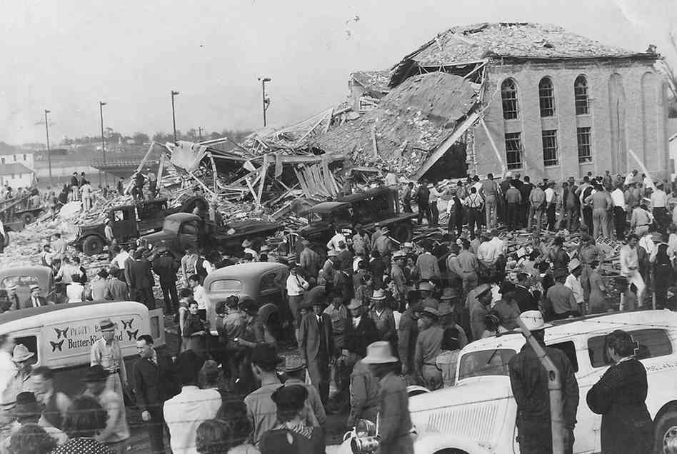 1937. A texasi New England iskolája egy gázszivárgás következtében felrobbant. A képen látható mentési munkálatok után 295 diák és tanár holtteste került elő a romok alól..jpg