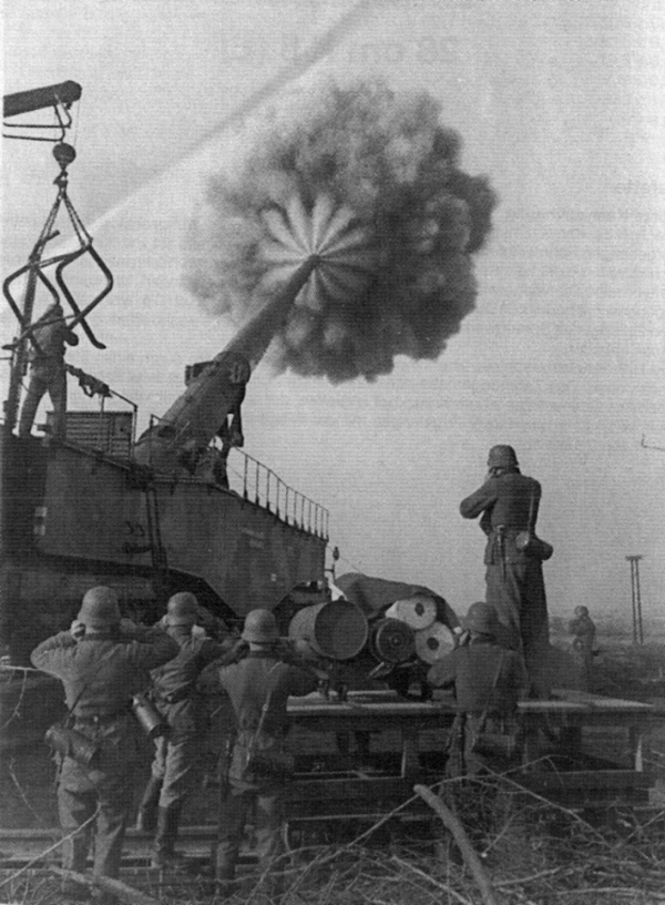 1944historical-photos-pt3-283mm_krupp-k5-firing.png