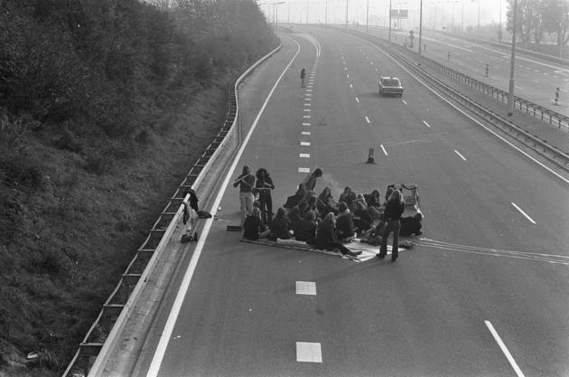 1973-oil-crisis-picnic-highway.jpg