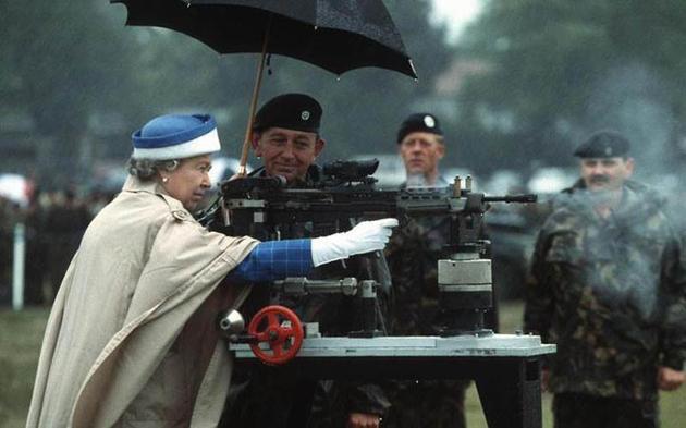 1993-queen-elizabeth-firing-enfield.jpg
