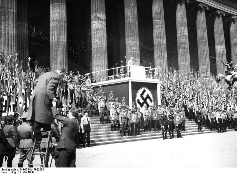 1936. Hitler május elsejei beszéde a Lustgartenben..jpg