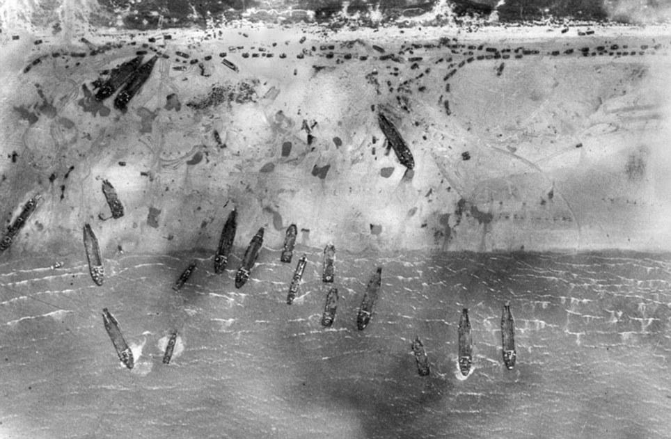 1944. június 6. Brit légierő által a Sword Beach fölött készített légifelvétel Normandiában..jpg