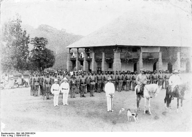 1894. Német-Kameruni bennszülöttekből álló véderő..jpg