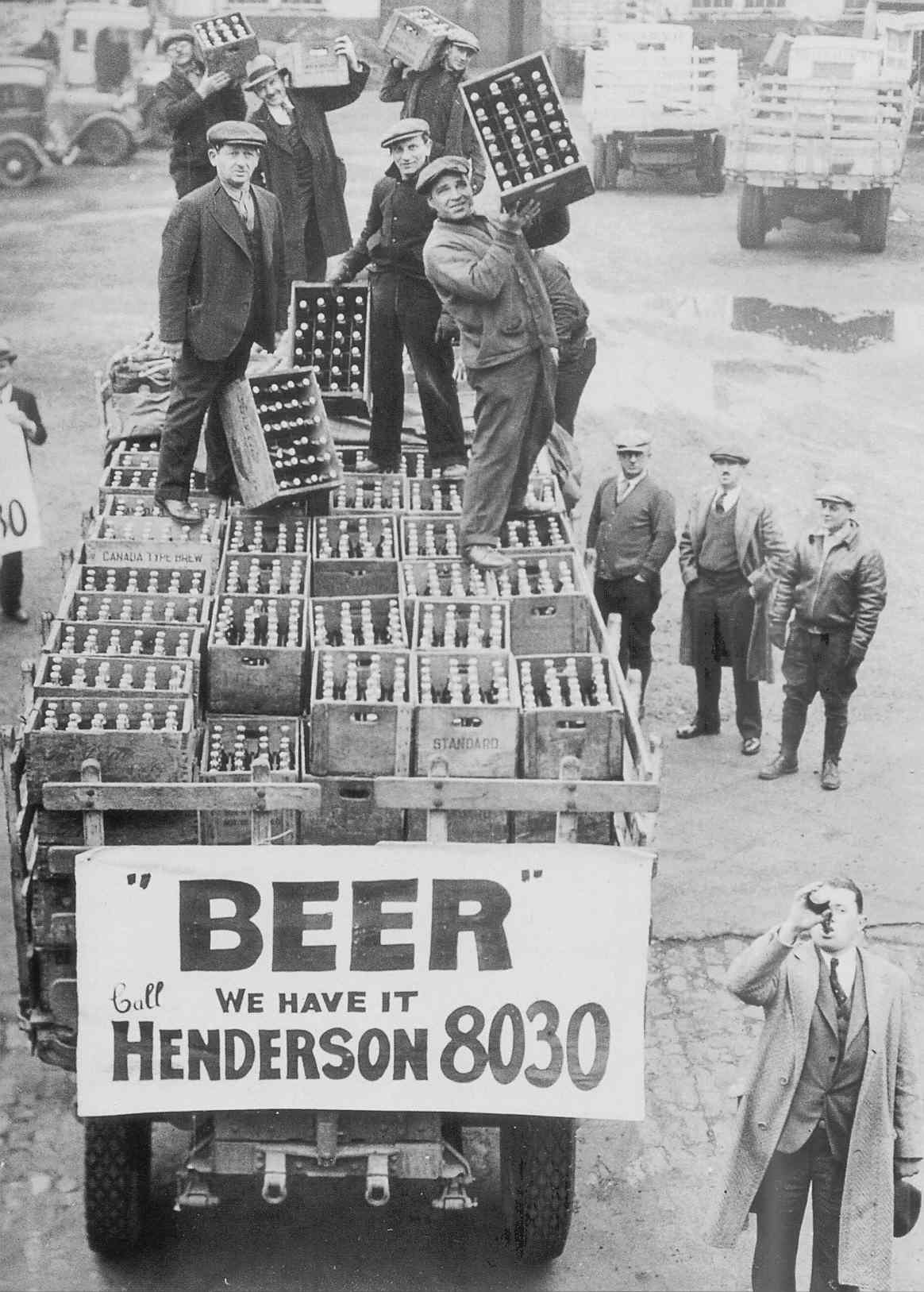 1933. Cleveland. Férfiak örülnek a szesztilalom végének..jpg