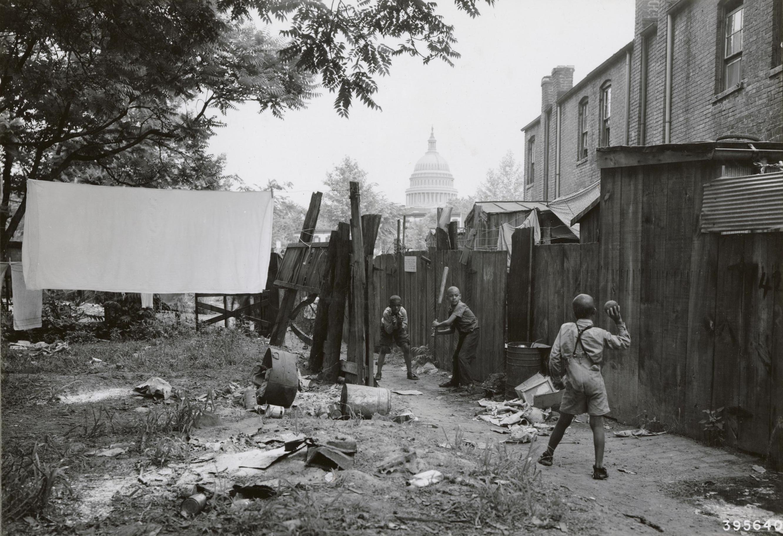 1940. Washington. Szegénynegyed a Kapitóliumtól alig néhányszáz méterre..jpg
